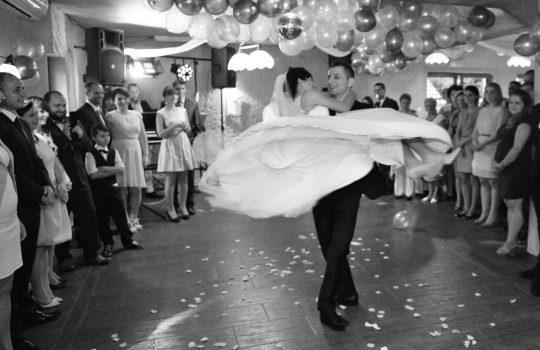 taniec z podnoszeniem silny mąż