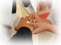 ślubują wierność obrączki