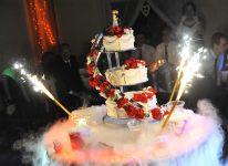 płonie tort filmujemy i robimy zdjęcia